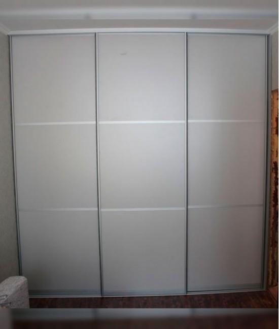 Большие двери для встроенного шкафа