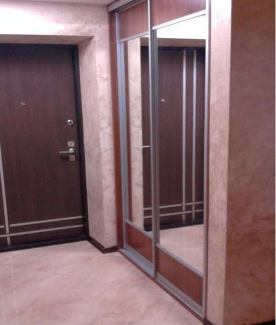 Двери купе в коридоре