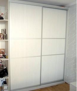 Светлые двери для шкафа купе