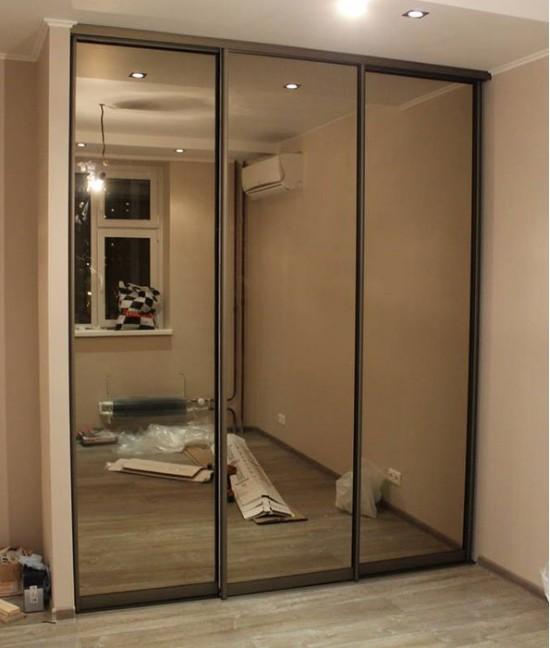Зеркальные двери купе для встроенного шкафа