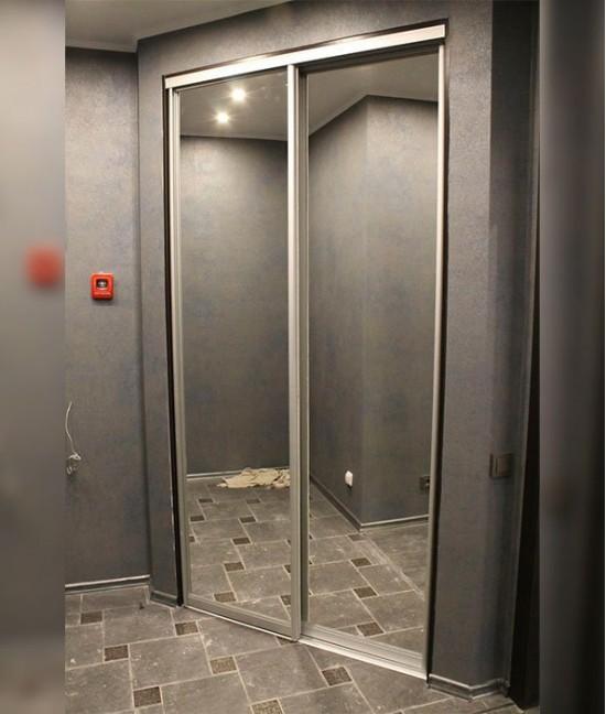 Две (2) зеркальные двери-купе