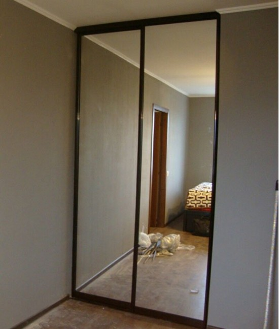 Нижнеопорные зеркальные двери-купе