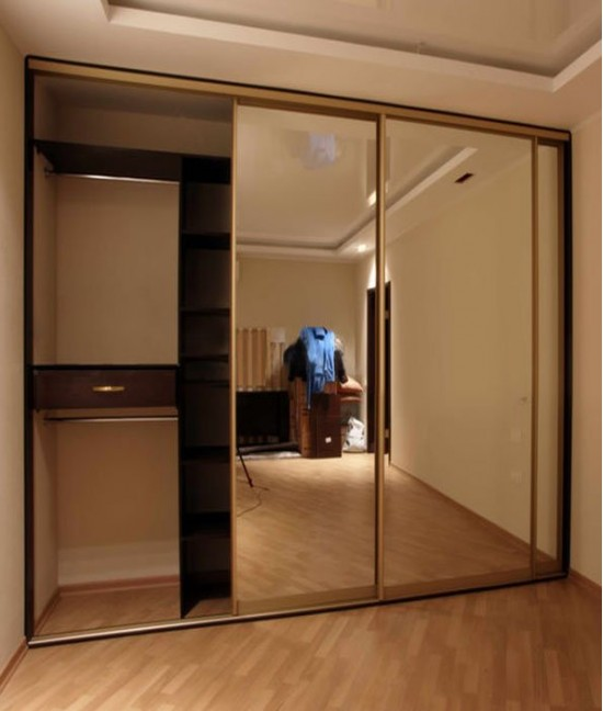 Широкие двери для встроенного шкафа