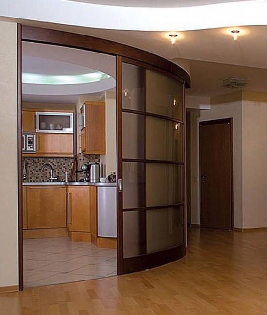 Радиусные двери на кухню