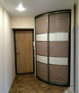 Радиусные двери в прихожую