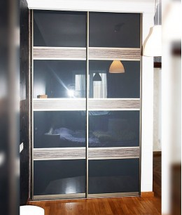 Двери для встроенного шкафа из стекла