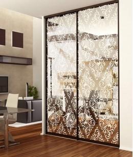 Двери-купе в гостиную с пескоструйным рисунком