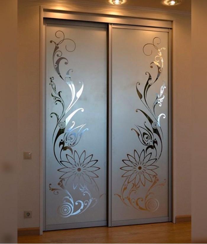 шкаф купе двери с рисунком поклонники модели предполагают