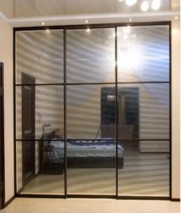 Современные зеркальные двери для шкафа купе
