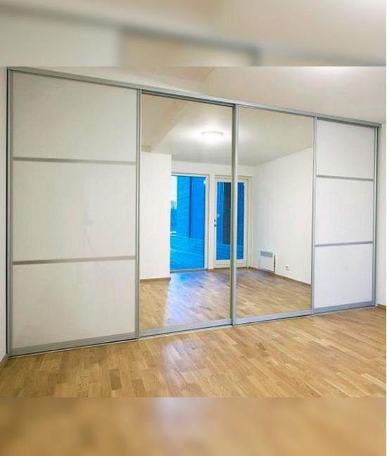 Широкие зеркальные двери для шкафа-купе