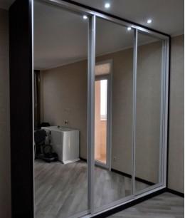 Зеркальные двери для шкафа купе в прихожую