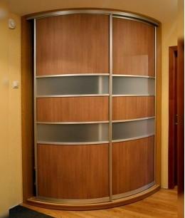Полукруглые двери-купе для гардеробной