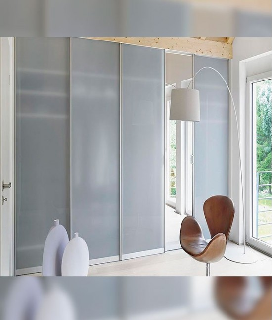 Раздвижные белые межкомнатные двери с матовое стеклом
