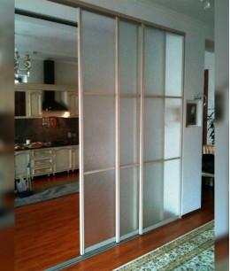 Три (3) стеклянные двери