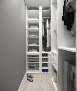 Компактная гардеробная для маленькой комнаты