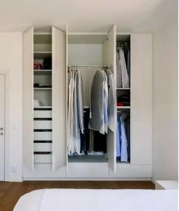 Компактная гардеробная в спальне
