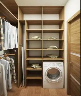 Маленькая гардеробная со стиральной машиной