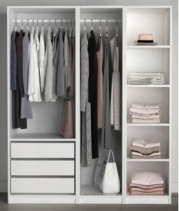 Маленький гардеробный шкаф