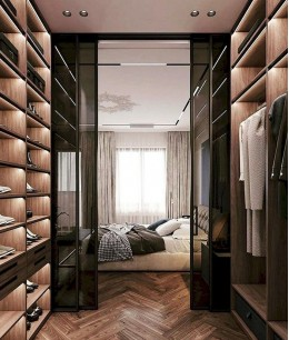 Проходная гардеробная в спальне