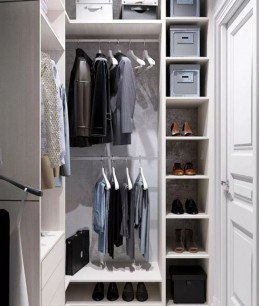 Система хранения в маленькой гардеробной