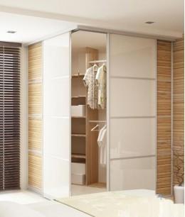 Угловой гардеробный шкаф с раздвижной дверью