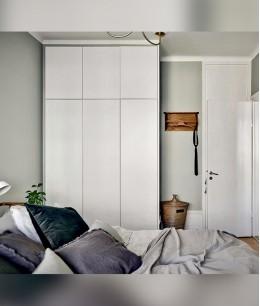 Встроенные гардеробные шкафы в комнате