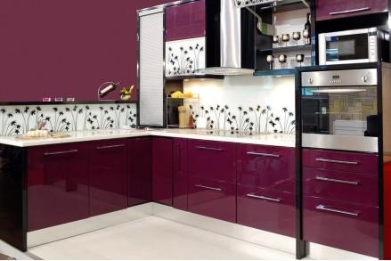Кухня в вишневых тонах