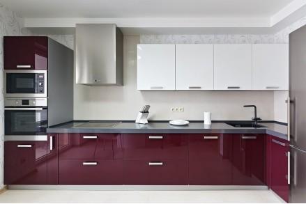 Кухонный гарнитур бордовый с серым