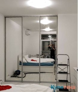 Гардеробные двери в спальню под потолок