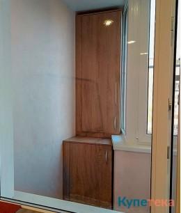 Распашной шкаф на балкон с секциями