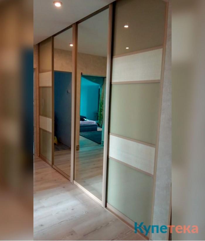 большие раздвижные двери купе в гостиную под потолок