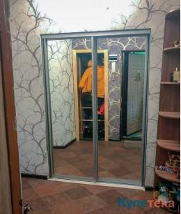 Зеркальные двери-купе в коридор, профиль серебро