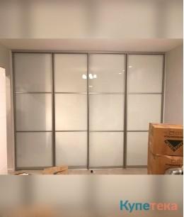 Большие гардеробные двери, фасады - цветное стекло