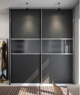 Черный шкаф купе с матовым стеклом