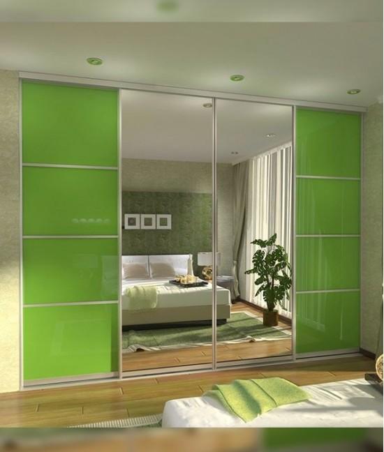 Встроенный шкаф купе в спальню с цветным стеклом