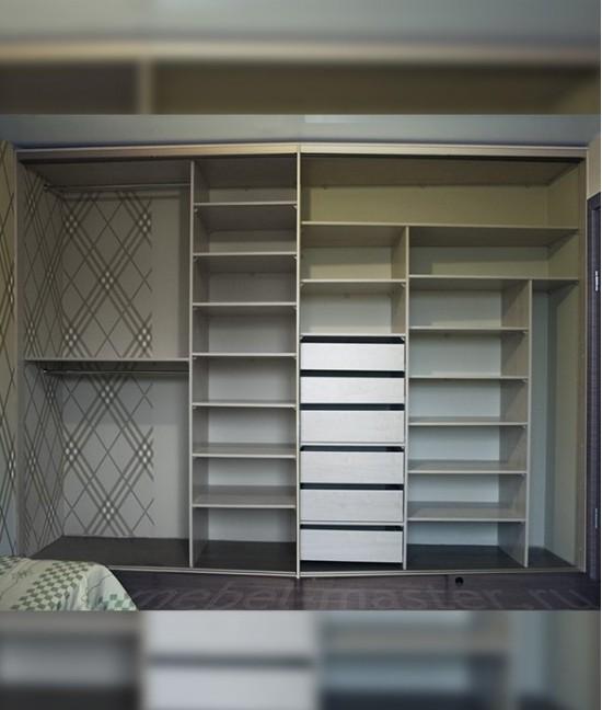 Большой шкаф купе с открытой частью до потолка