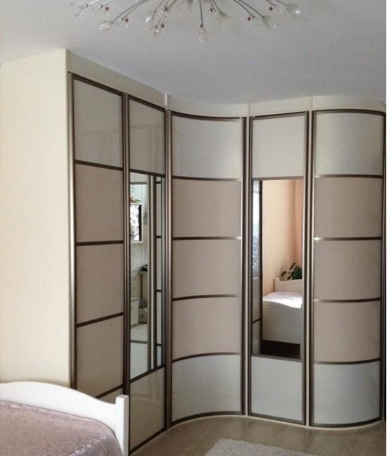 Радиусный шкаф купе угловой с зеркалом