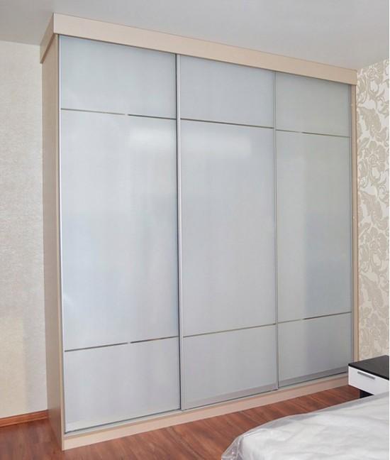 Шкаф купе корпусный с матовым стеклом