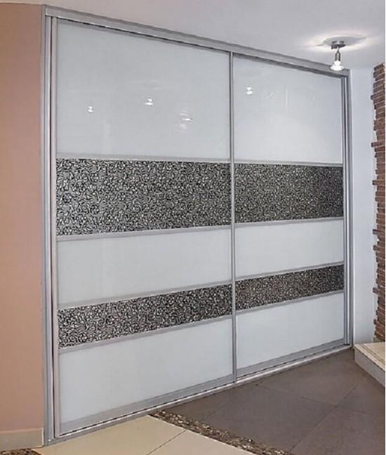 Встроенный шкаф купе с кожей