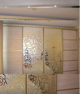 Шкафы купе двери зеркало с пескоструем золото