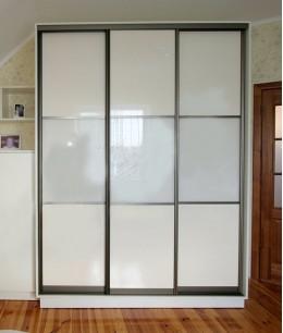 Дизайнерский шкафы купе в прихожую со стеклом лакобель