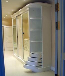 Радиусный шкаф купе зеркальный с ящиками выдвижными