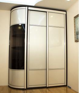 Радиусный шкаф купе угловой радиальный трехдверный