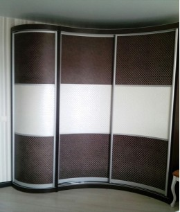 Радиусный шкаф купе угловой с кожанными вставками