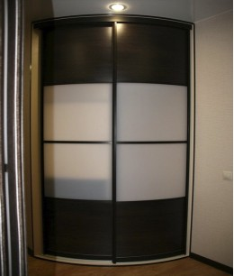 Радиусный шкаф купе угловой в цвете венге