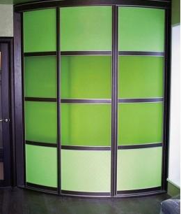 Радиусный шкаф купе угловой яркий