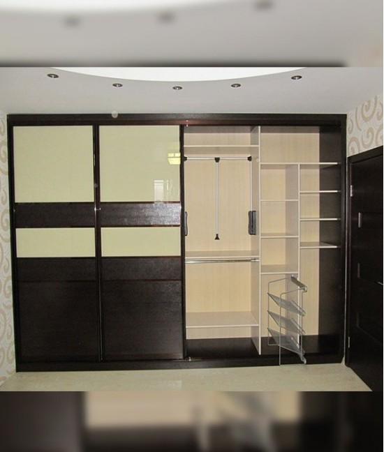 Современный шкаф купе в спальню с пантографом