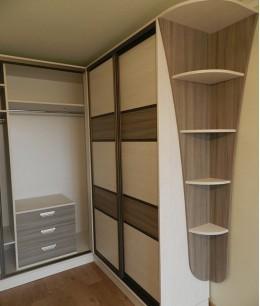Угловой шкаф купе в спальню из лдсп