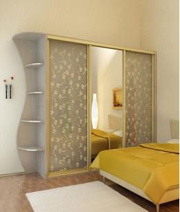 Шкаф купе с зеркалом в спальню трехдверный