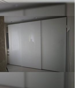 Шкаф купе три двери белый глянец